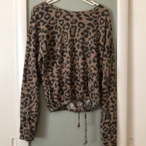 Soft Leopard along Sleeve